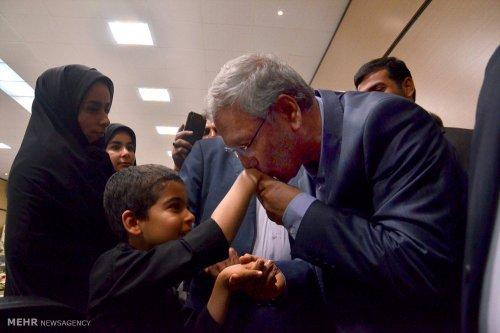 گزارش تصویری دیدار دکتر ربیعی وزیر تعاون کار با جانباختگان معدن آزادشهر